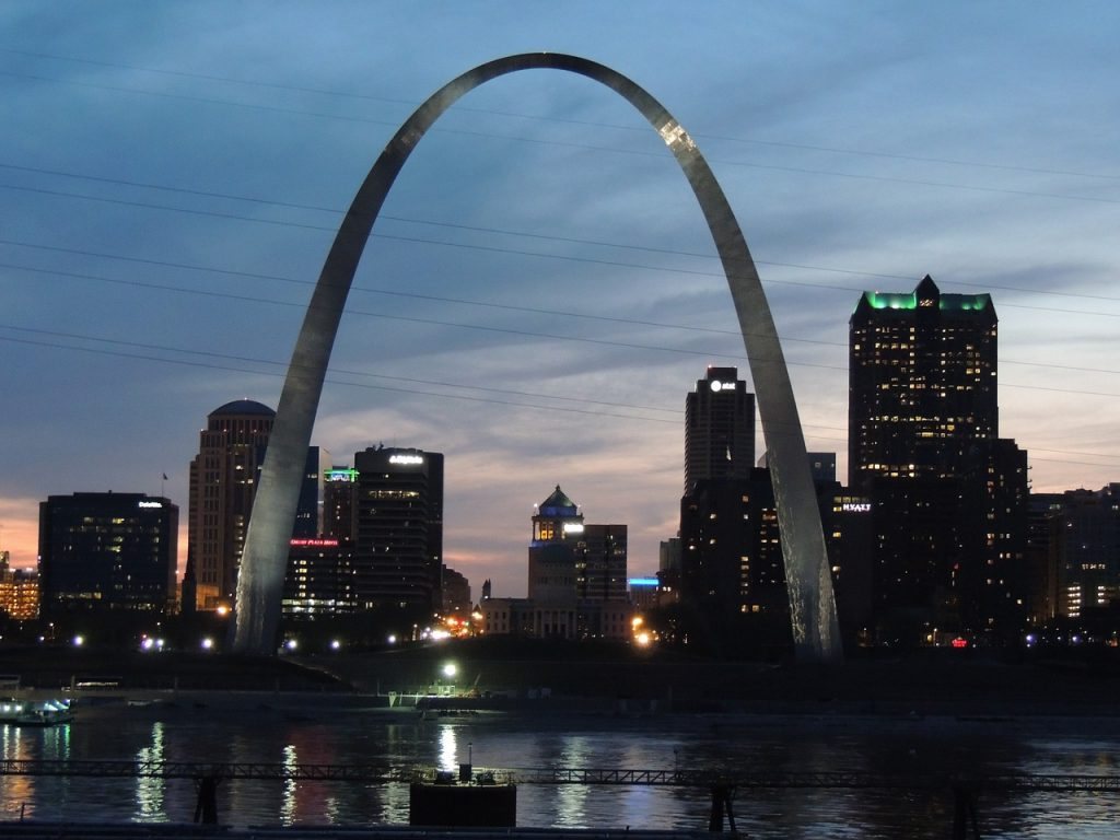 Photo of St. Louis Arch, located steps from the Federal Reserve Bank of St. Louis